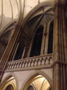 Ansicht der Seitengänge des Kirchenmutterschiffes
