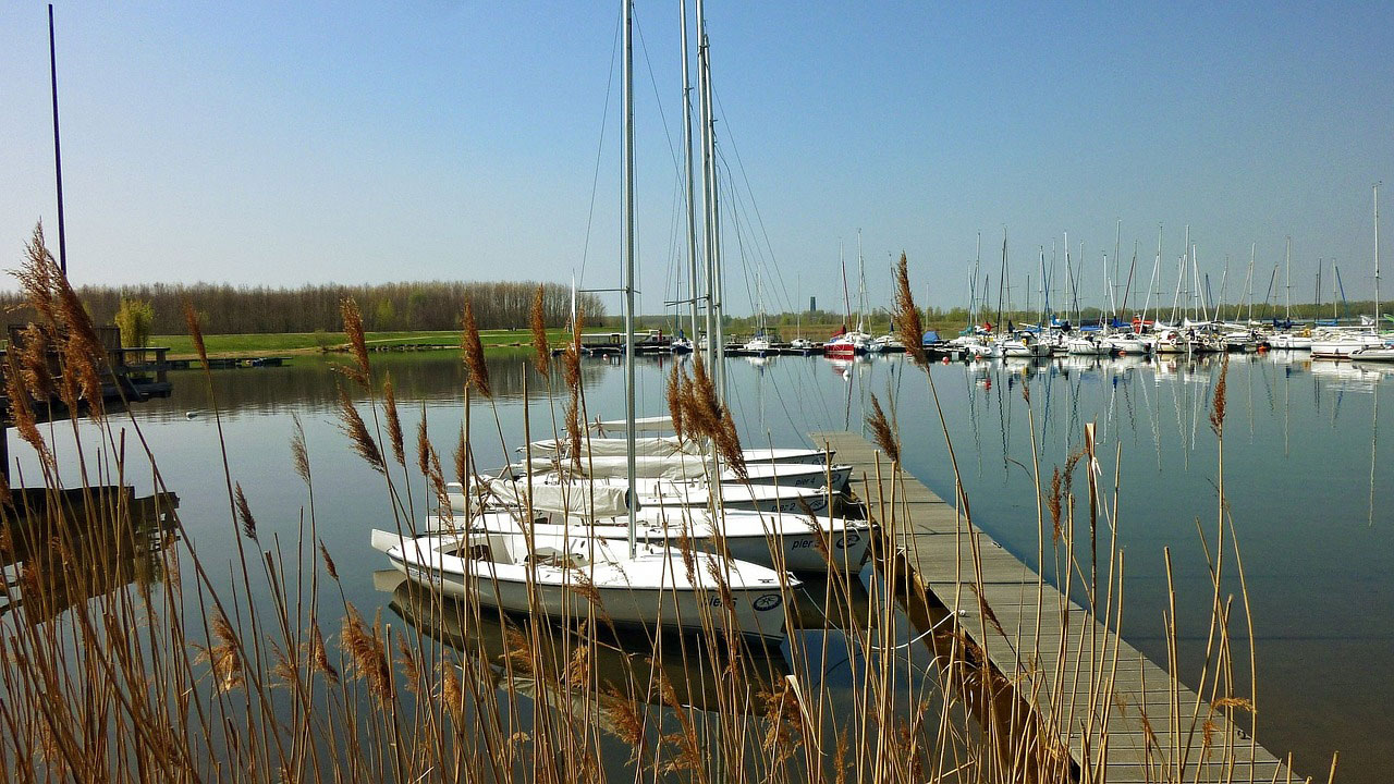 Die Seenlandhschaft wie hier der Cospudener See und die Stadt Markkleeberg bieten perfekte Lagen für Einfamilienhäuser und Mehrfamilienhäuser.